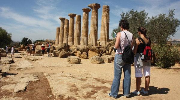 guide-tourist